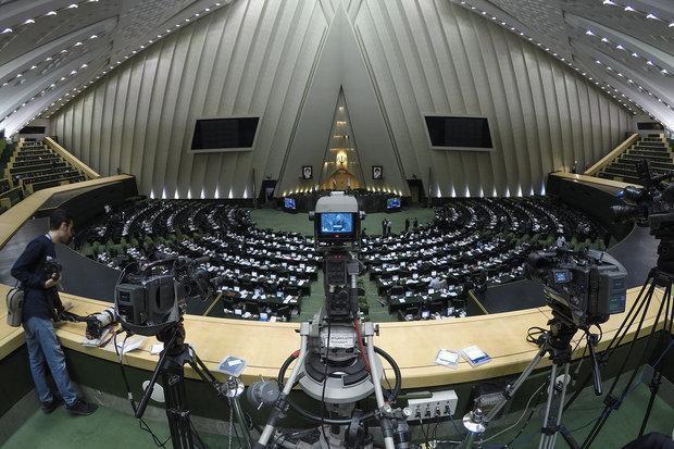 تحصن نمایندگان سه استان در هیئت رئیسه در اعتراض به مشکل آب