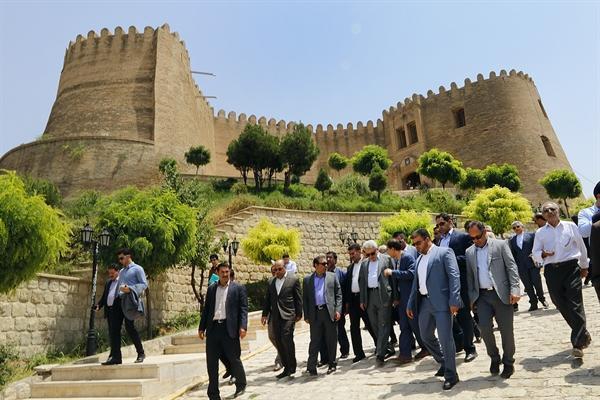 رئیس سازمان میراث فرهنگی از قلعه فلک الافلاک بازدید کرد