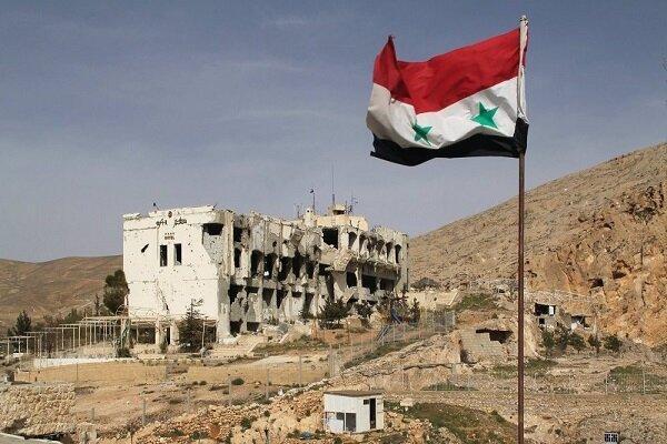 تجمع اعتراض آمیز سوری ها مقابل پایگاه آمریکایی در شمال شرق کشور