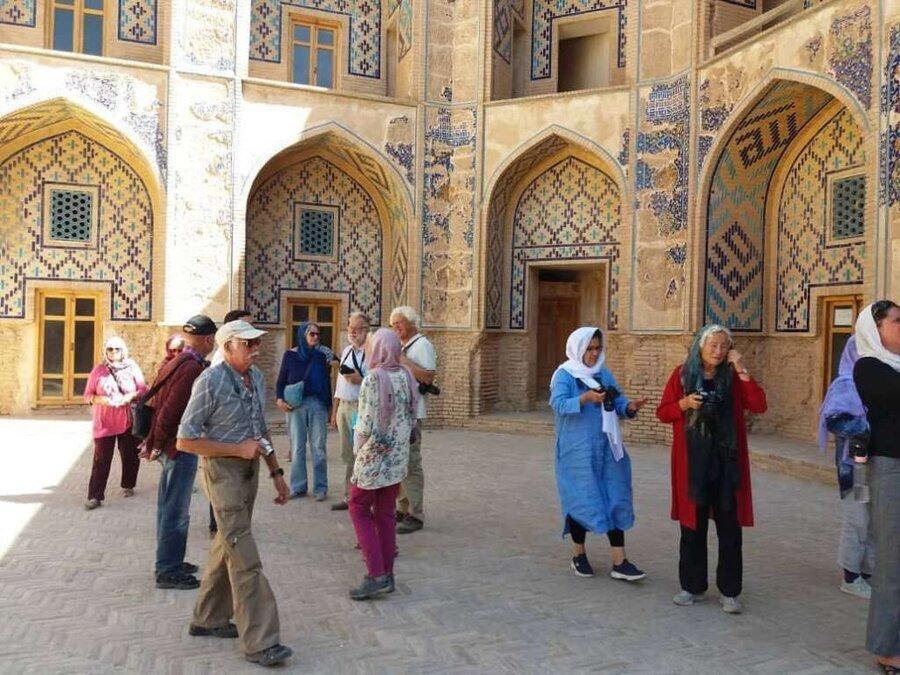 گردشگر خارجی به ایران نمی آید یا در فصل کم گردشگر هستیم؟
