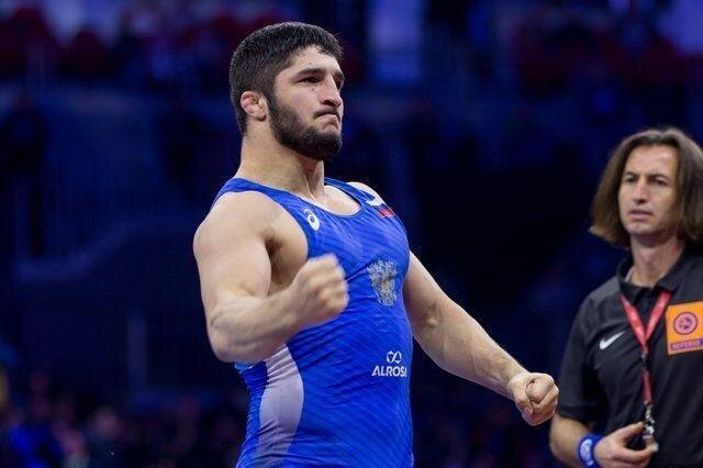 یکه تازی تانک روس در قهرمانی اروپا، شکست قهرمان المپیک در دور نخست