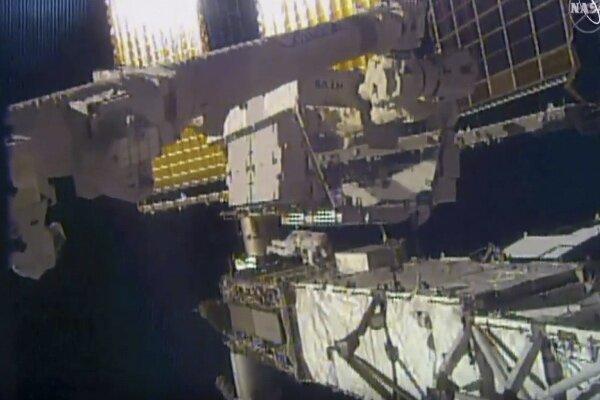 آینه فضانورد ناسا در فضا رها شد