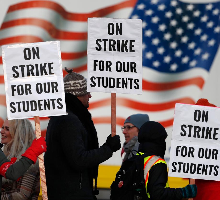 سی بی اس: اعتراض و نگرانی معلمان از بازگشایی مدارس در آمریکا