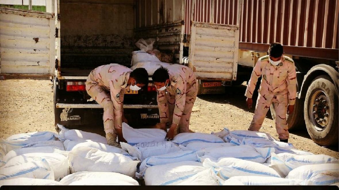 4 تن شیره گیاه انغوزه قاچاق در تایباد کشف شد