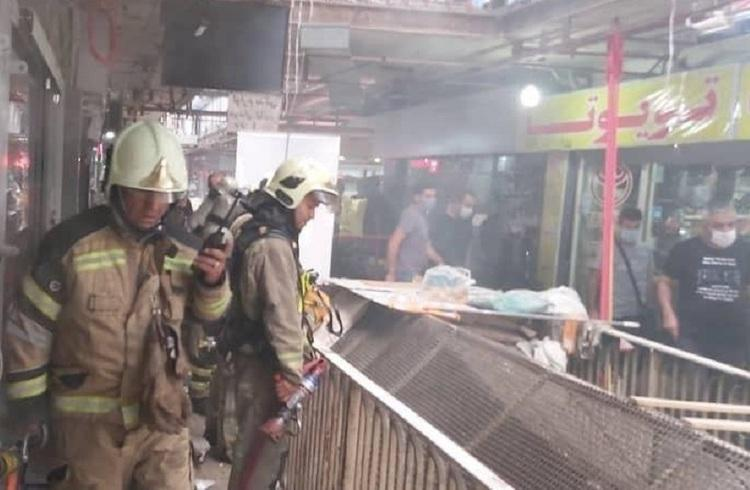 آتش سوزی یک مجتمع تجاری در خیابان امیرکبیر