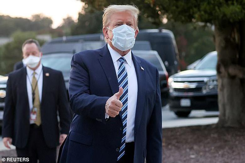 ترامپ قصد داشته با لباس سوپرمن از بیمارستان خارج گردد!