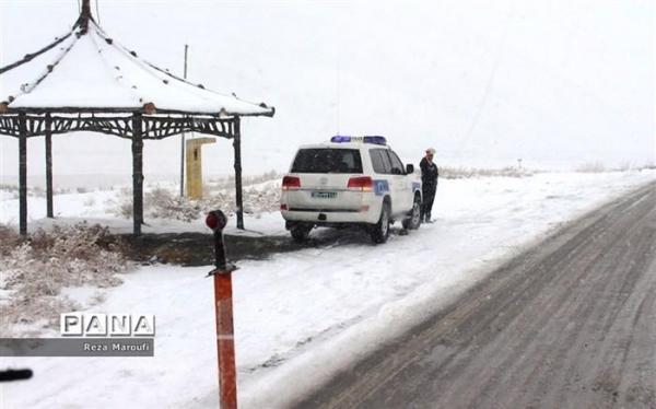 بارش برف و باران در جاده های 10 استان کشور