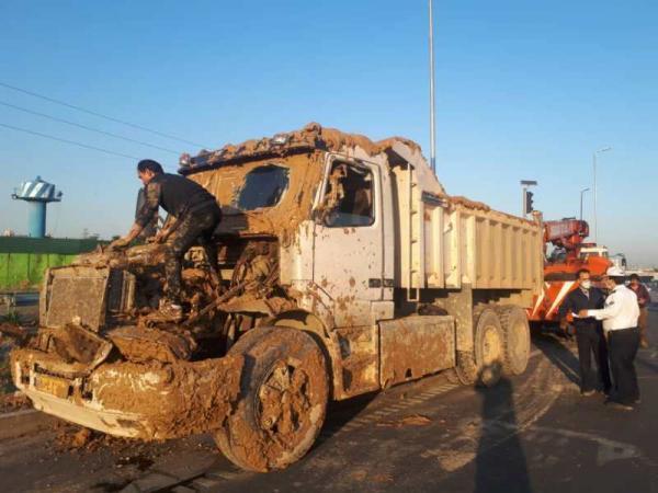 خستگی و خواب آلودگی راننده، واژگونی کامیون را رقم زد